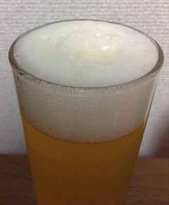 「サンサンオーガニックビール」の泡