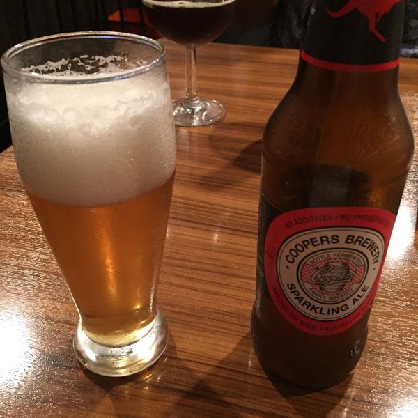 浅草D'sdiner(ディーズダイナー)1杯目のビールは「クーパーズスパークリングエール」