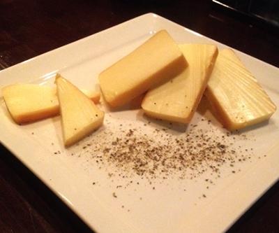 スモーク定番のチーズの燻製