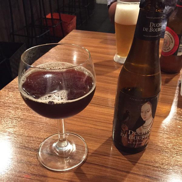 2杯目のビールは「ドシャス・デ・ブルゴーニュ」