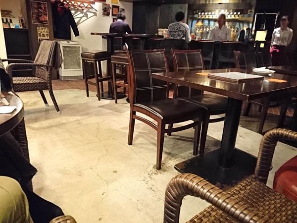 CRAFTBEER KEG・NAGOYA(ケグ ナゴヤ)の店内は明るく開放的なカフェ風
