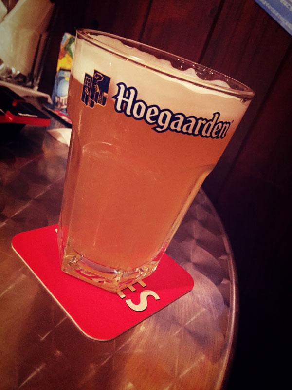 1杯目のビールは「ヒューガルデンホワイト」