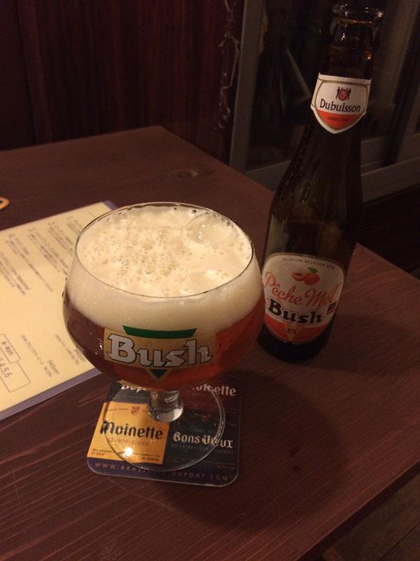 2杯目はフルーツビール「BUSH Peche Mel」(ブッシュペシェメル)