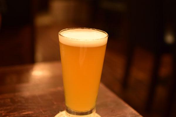3杯目のビール「ヒューグ醸造所 フローリスホワイ」