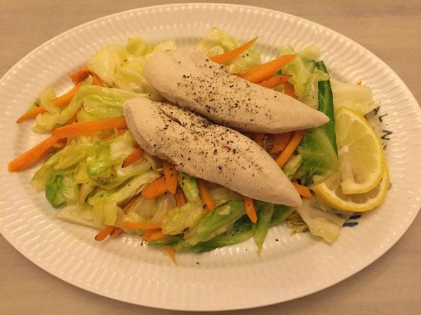 ホワイトビールに合うおつまみ「コンソメで炒めた野菜とボイルチキン」